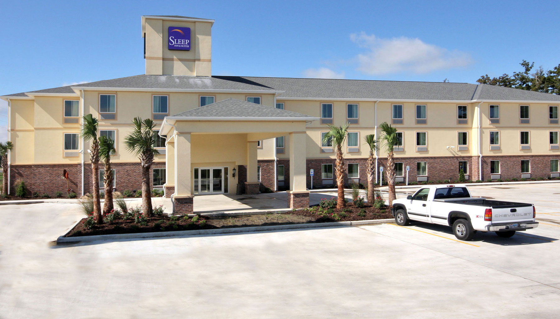 Sleep-Inn-&-Suites-Berwick-Morgan-City-crop-(1)